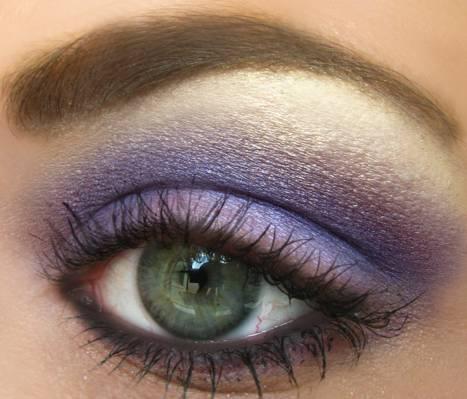 紫色的眼影高清壁紙的女人