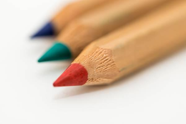 红色的铅笔高清壁纸的选择性焦点照片
