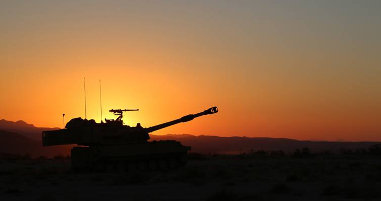 "Self-propelled, ""Paladin"", M109A6, howitzer, sunset"