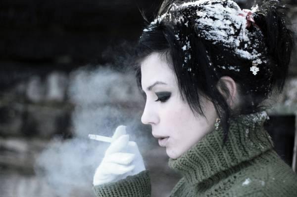 BRUNETTE,FROST,SNOW,FACE,CIGARETTE,COLD,SMOKE,WINTER