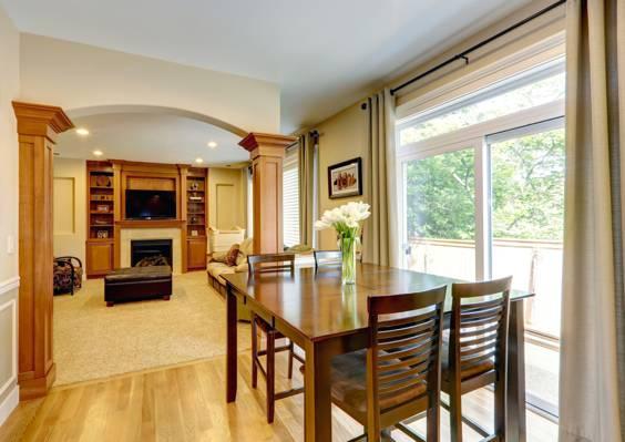 壁纸花瓶,客厅,室内,桌子,椅子,花束,照片