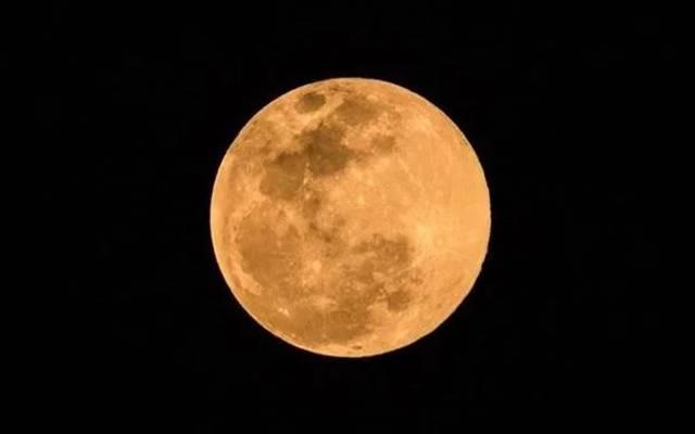 """今年最后的""""超级月亮"""""""