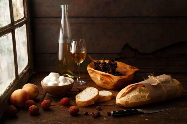 葡萄干,刀,面包,奶酪,酒,桃子,玻璃,瓶,窗口,静物,表,静物与...