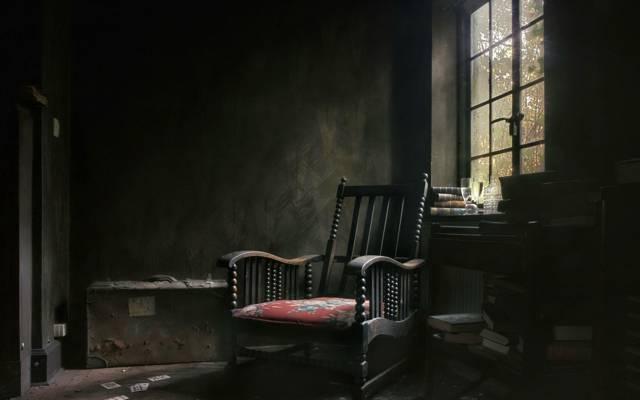 手提箱,书籍,椅子