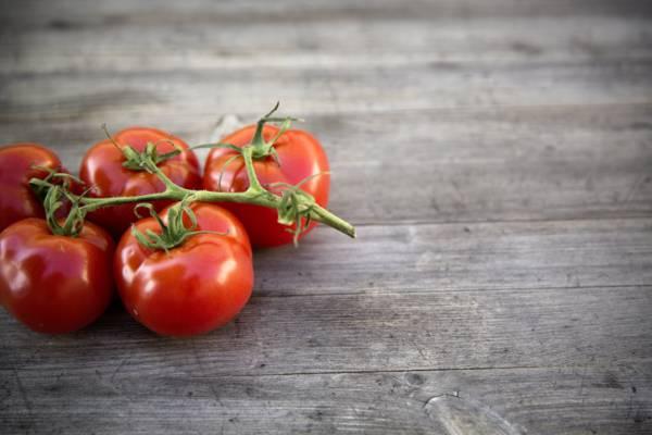 棕色表面高清壁纸红番茄