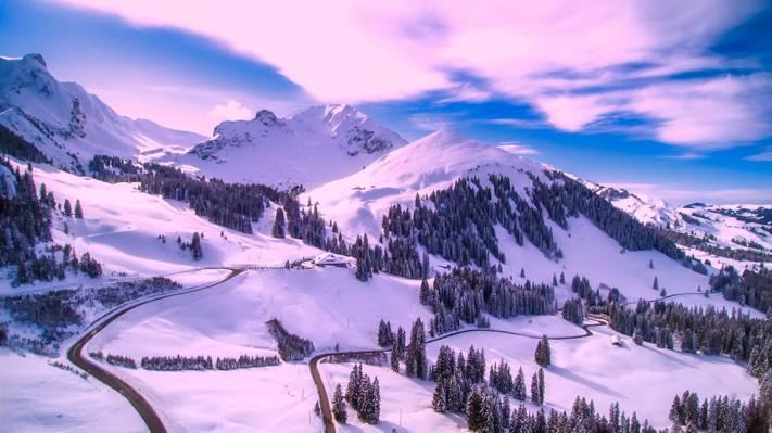 雪包围的高清壁纸的空中图像
