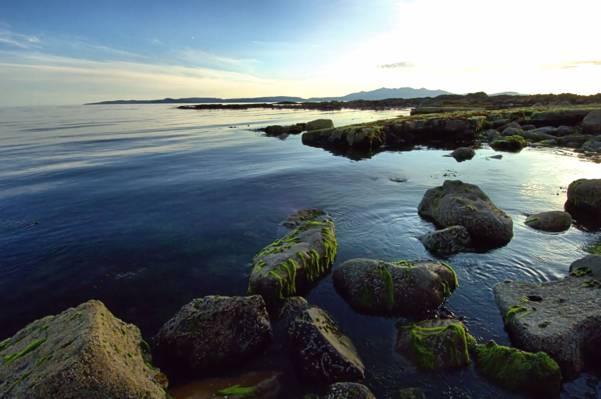 沿海岩石与平静的身体的水在白天,ardrossan高清壁纸
