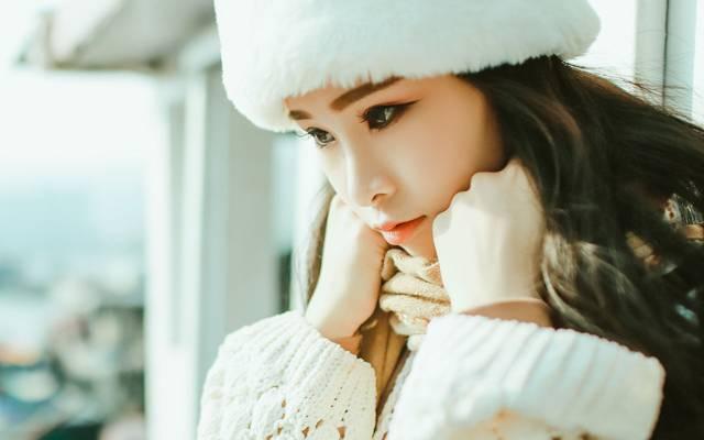 长发清纯美女冬日迷人写真