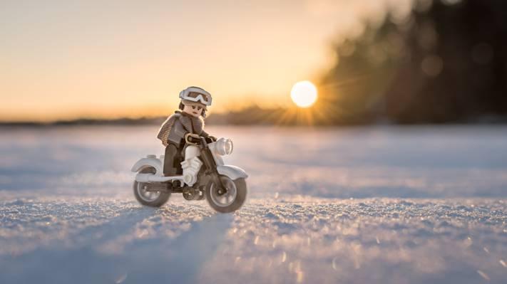 乐高人骑摩托车高清壁纸图