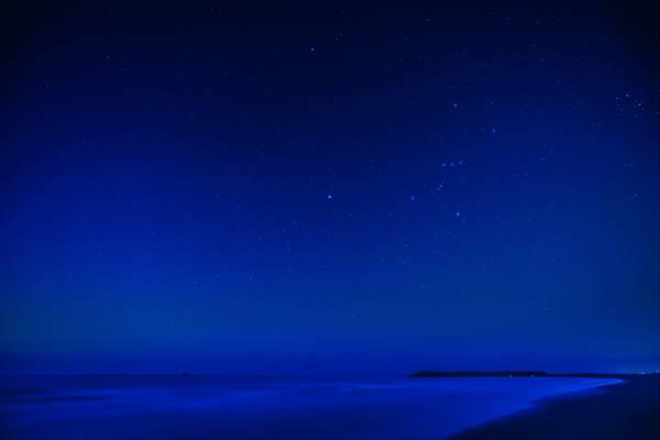 蓝色的天空晚上时间高清壁纸