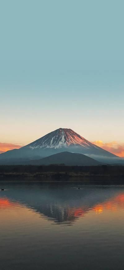 高耸挺拔的富士山