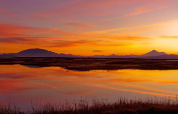 在金色的小时,克拉马斯,国家野生动物保护区高清壁纸山风景和镜像摄影