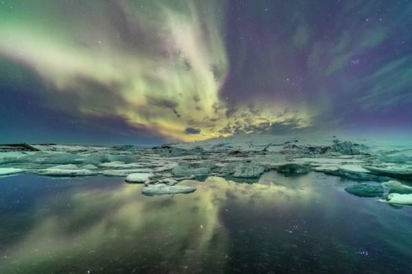 在晚上的时间,冰岛高清壁纸风景摄影的灵气