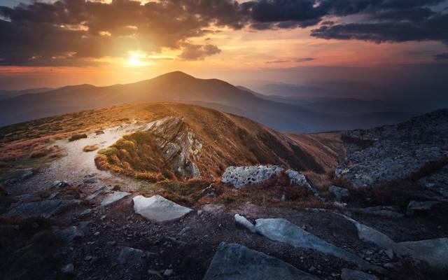 山,Goverla,乌克兰,云,太阳,天空,草,喀尔巴阡,石头,顶部