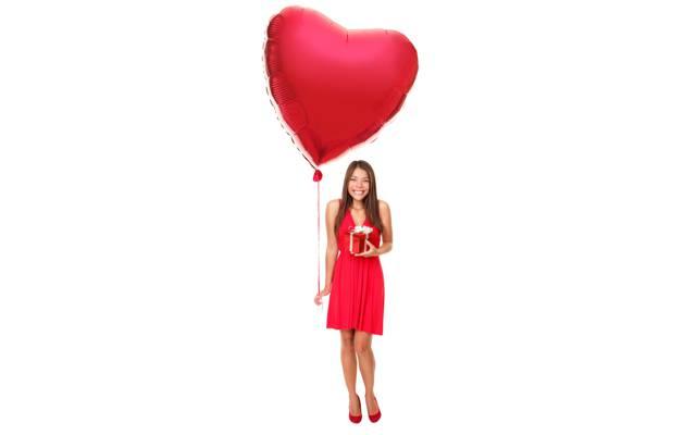喜悦,气球,白色背景,顽皮,微笑,棕色的头发,框,心,礼服,丝带,红色,...