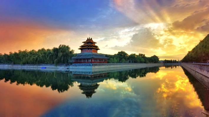 夕阳时分的北京故宫角楼