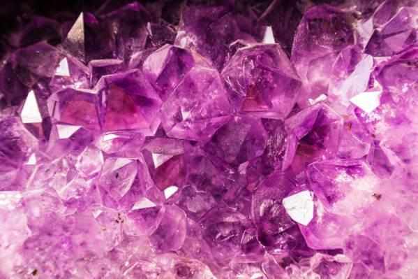 关闭紫色石英HD墙纸照片