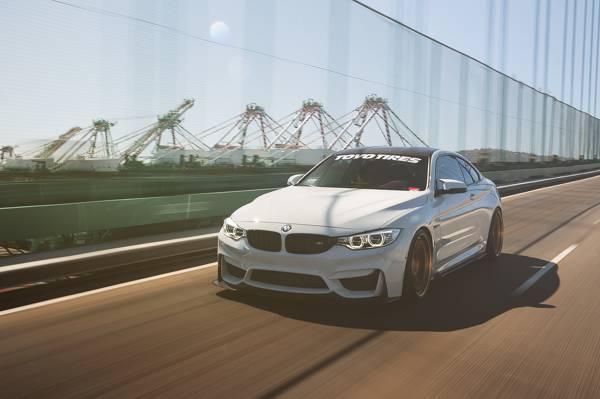 在运动中,白色,汽车,宝马M4