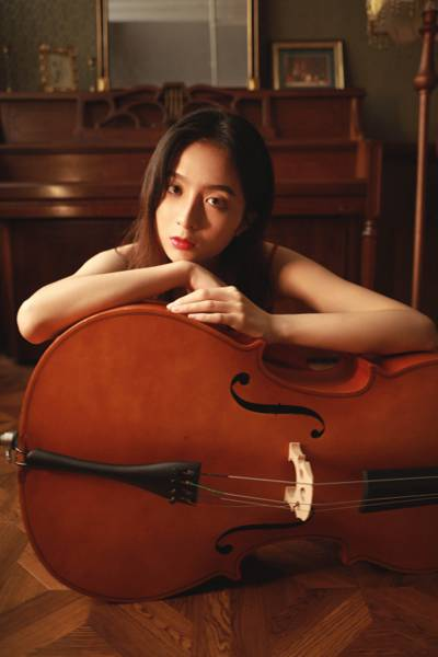 温婉知性大提琴美女高贵典雅写真