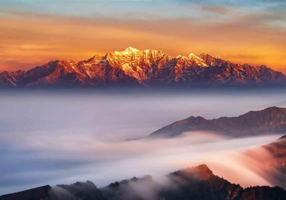 壮观的云海景色