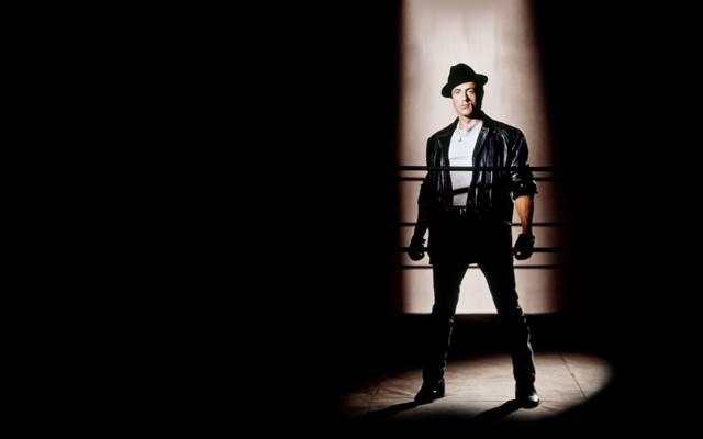 绳索,西尔维斯特·史泰龙,西尔维斯特·史泰龙,洛基,黑色的背景,一束光,手套